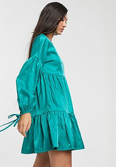 Glamorous tiered mini smock dress with tie cuffs in satin-Green