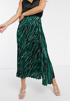 Liquorish pleated midaxi skirt in abstract print with side slit-Green