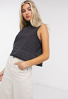 Native Youth boxy crop top in black-Grey