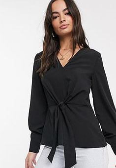 Vila top with v neck and tie front in black